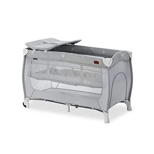 Hauck Kombi Reisebett Set Sleep N Play Center / für Babys und Kinder ab Geburt bis 15 kg / 120 x 60 cm / 2 Höhen / inkl. Wickelauflage / Trage Tasche / Schlupf / Rollen / Stars Grau