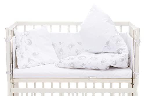 Fillikid Baby Beistellbett 2in1 45x95cm weiß komplett mit Nestchen, Bettwäsche, Windel | Anstellbett Stubenwagen | Babybett aus Buche - auch für Boxspringbetten | Beistellbett mit Rollen | Gitterbett