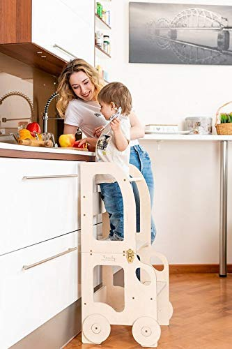 Toddler in family Lernturm - Tisch und Stuhl Montessori Learning Tower