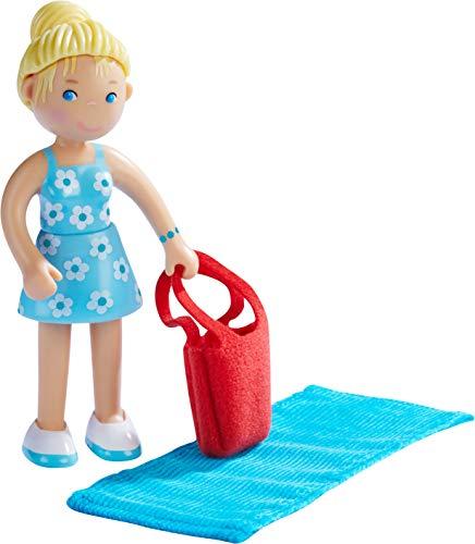HABA 304741 - Little Friends – Mama Ines, Minipuppe ab 3 Jahren, inklusive Badetasche mit Strandtuch, strapazierfähige Biegepuppe aus Kunststoff für lange Spielfreude