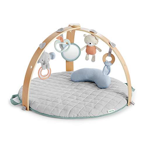 Ingenuity, Cozy Spot Loamy Wendedecke mit Spielbogen aus Holz, abnehmbaren Spielzeugen, Stützkissen, extra weich und maschinenwaschbar