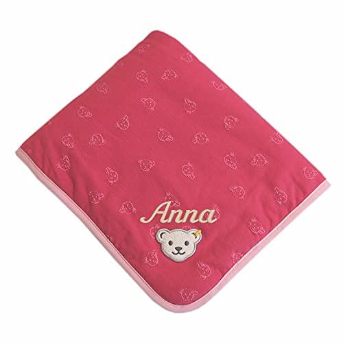 Steiff Babydecke mit Ihrem Wunsch-Namen Bestickt Teddybär-Allovermotive rot rosa Holly Berry 90 cm x 60 cm Jersey-Decke als Namensdecke personalisiert mit Bärchen-Print