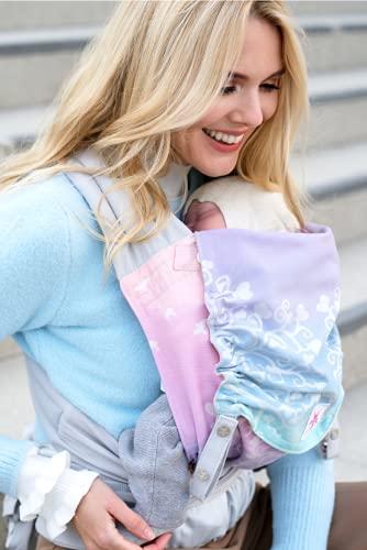 Babytrage KOKADI® TaiTai Marie im Wunderland (Babysize) – Babytrage ab Geburt ✓ Ergonomisch ✓ Mitwachsend ✓ Vorne & Hinten ✓ Sommer & Winter ✓ Zertifiziert ✓ Tragetuchstoff ✓ GRATIS Beutel
