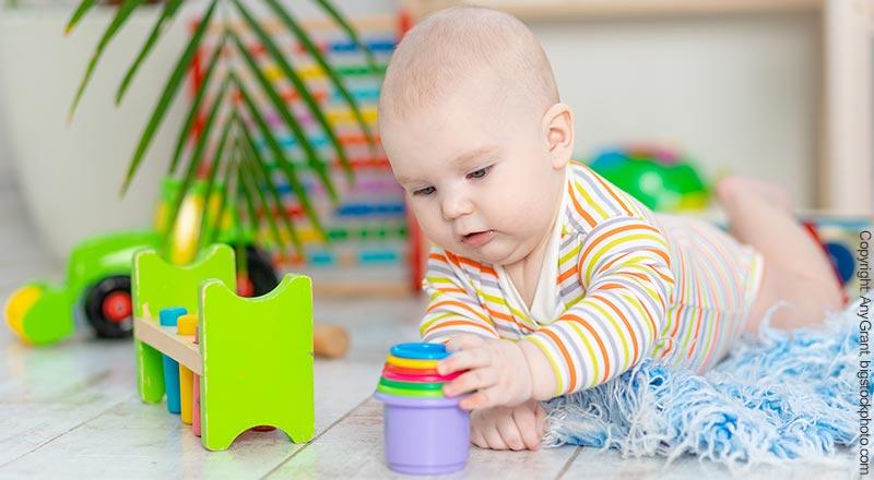 Spielzeug für Babys bis 6 Monate