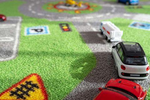 Teppich mit Straßenmotiv